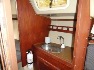 Catalina 25 Head with Sink, Opening Port Light, Storage Below