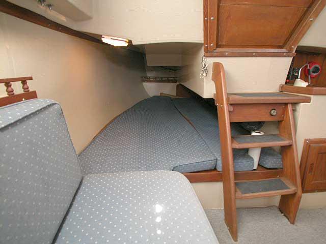 Catalina 25 cabin
