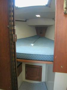 Catalina 25 V-berth, Port Light forward, Storage Forward and Below