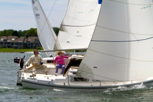 A Catalina 25 Racing Under a 150% Genoa