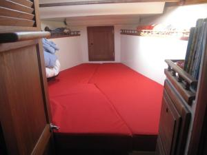 Columbia 45 V-berth