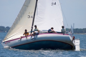 Catalina 22, Note Deep Forefoot and Beamy, Flat Bottom Aft (Courtesy sail-race.com)