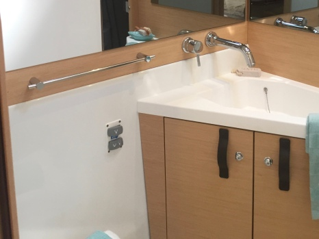 Jeanneau 57 Forward Owner's Ensuite Head