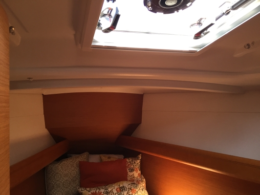 Jeanneau Sun Odyssey 389 Forward Stateroom, V-berth