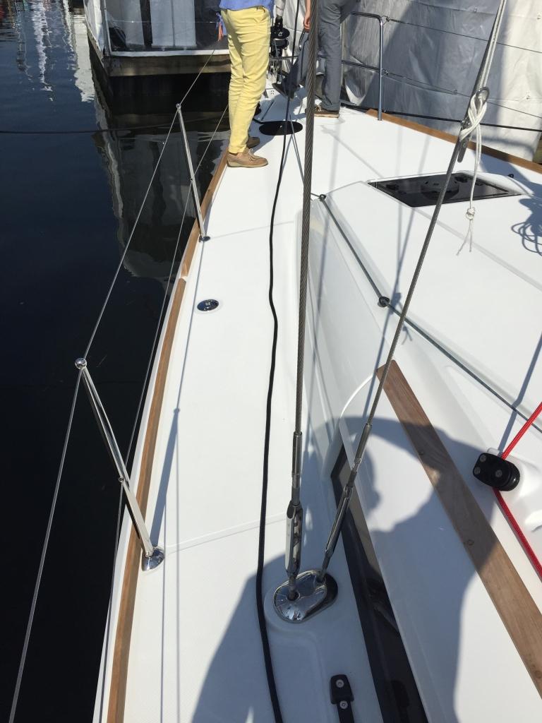 Jeanneau Sun Odyssey 389 Side Deck