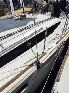 Jeanneau Sun Odyssey 349 Shroud Located Outboard and Chainplate Mounted In Topsides