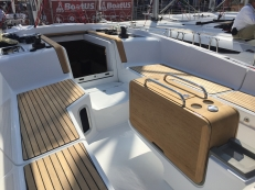 Jeanneau Sun Odyssey 44DS Cockpit Table and Seats