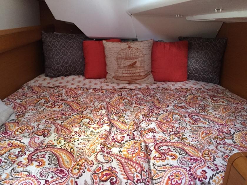 Jeanneau Sun Odyssey 389 Aft Stateroom Bunk